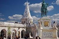 03 2019 photo Paolo Villa - F0197864 bis- Budapest - Bastione dei pescatori - Statue of Stephen I of Hungary in Buda Castle - Fisherman's Bastion.jpg
