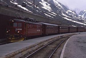 NSB El 11 - El 11.2098 at Myrdal Station in 1986
