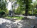 1. Bucuresti, Romania. Intrarea in Parcul Gradina Icoanei. (Ce facem draga, numai porumbeii au voie?) 19 Aprilie 2020. Prima zi de Pasti.jpg