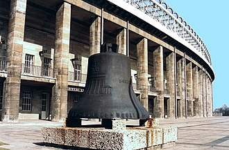 Olympiastadion (Berlin) - The damaged Olympic Bell in 1993