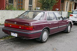 1989 Honda Legend (KA4) sedan (2015-07-15) 02.jpg