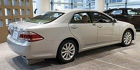 2010 Toyota Crown-Royal 02.jpg