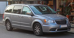 2014 Chrysler Grand Voyager Limited CRD 2.8 Front.jpg