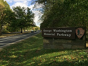George Washington Memorial Parkway - View south at the north end of the parkway in McLean