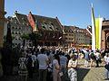 2017-06-15, Fronleichnam auf dem Freiburger Münsterplatz, im Hintergrund das Historische Kaufhaus.jpg