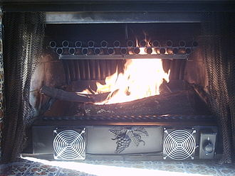Fireplace - Fireplace with tubular grate heater, with a high surface area in its heat exchanger and a lift out ash tray to simplify cleanup