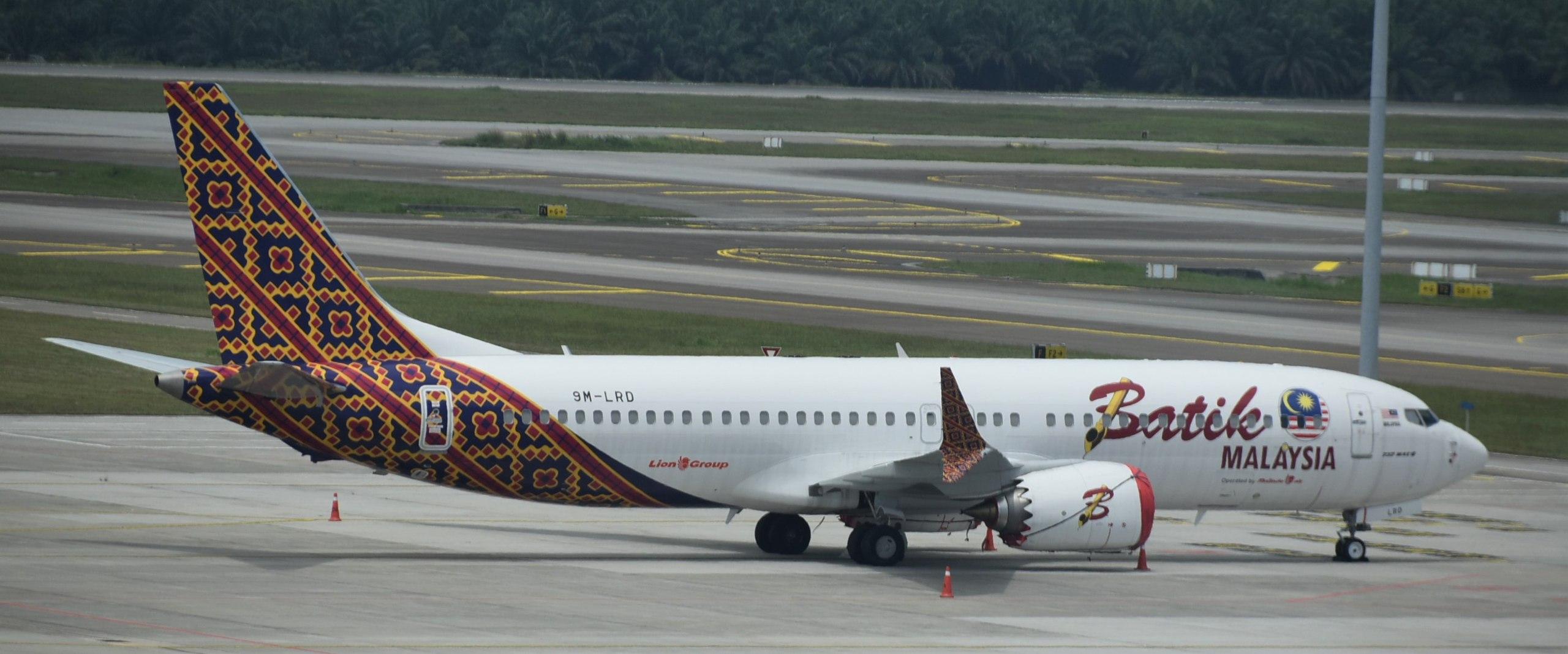 Boeing 737 MAX 8 mulai beroperasi dengan anak perusahaan Lion Air, Malindo Air (mengenakan corak Batik Air Malaysia)