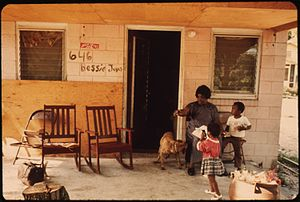 Bessie Jones - Image: AT HOME ON ST. SIMON'S ISLAND RENOWNED GOSPEL SINGER BESSIE JONES AND TWO GREAT GRANDCHILDREN NARA 546994