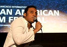 Description de l'image Aasif Mandvi, Clay Theatre, San Francisco International Asian American Film Festival 2010.jpg.