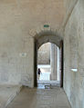 Abbaye de Silvacane - dortoir, passage vers l'abbatiale.jpg