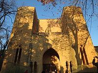 Abbaye de Valmagne - Vue de la façade et portail ouest de l'abbatiale.JPG