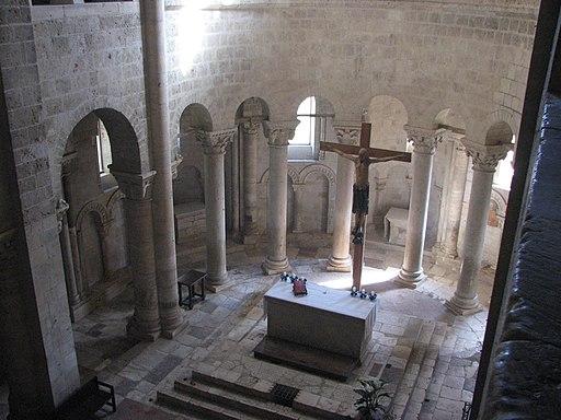 Abbazia di Sant'Antimo, Il presbiterio visto dal matroneo