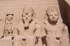 Abou simbel pharaons.jpg