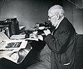 Adolf Novotný při práci (Archiv ČCE).jpg