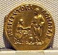Adriano, aureo, 117-138 ca. 08.JPG