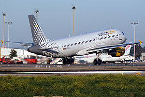 Airbus A320-216 Vueling EC-KJD.jpg
