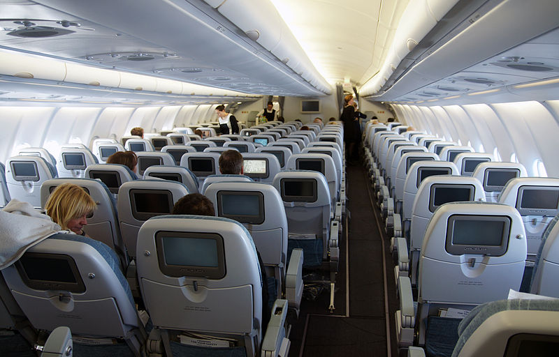 File airbus a330 300 inside jpg wikimedia commons for Interieur avion
