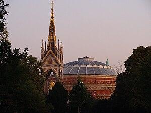 English: Albert Memorial in Kensington Gardens...