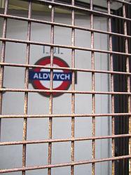 Aldwych Roundel 2 (5029006469).jpg