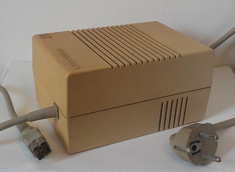 File:Alimentatore C128.jpg
