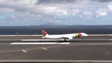 Ficheru:Amazing but dangerous landing at Madeira Airport TAP Portugal Airbus A321.ogv