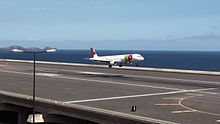 Datei:Amazing but dangerous landing at Madeira Airport TAP Portugal Airbus A321.ogv