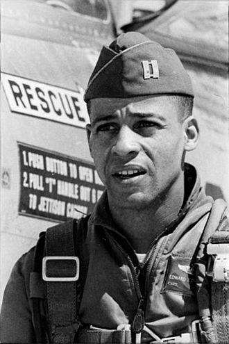 Ed Dwight - Image: American black sculptor and former test pilot Edward Joseph Ed 391768059582