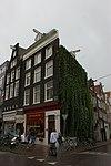 foto van Hoekhuis met gevel onder rechte lijst met dakkapel