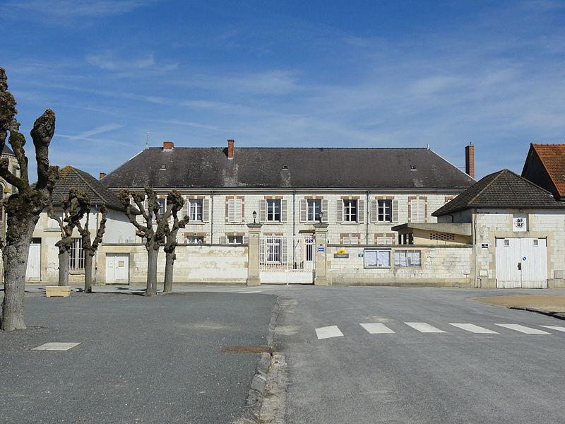 Vue de la mairie d'Athis, qui accueille également le bureau de poste du village.