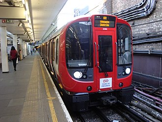 District line - A District line train at Earl's Court with a service to Wimbledon