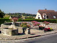 Béthemont-la-Forêt (95), fontaine-abreuvoir et lave-sabots, rue de la Vieille France.jpg