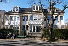 https://upload.wikimedia.org/wikipedia/commons/thumb/5/5d/Bad_Godesberg_An_der_Marienkapelle_10.jpg/220px-Bad_Godesberg_An_der_Marienkapelle_10.jpg