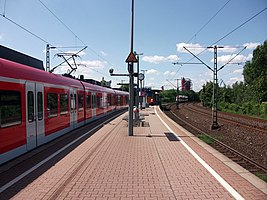 Bahnhof Neuss Rheinparkcenter 01.jpg