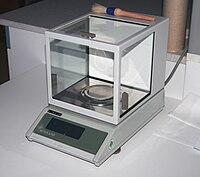 Eine moderne Labor-Waage