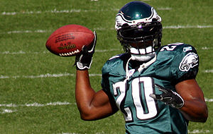 Brian Dawkins - Dawkins before a 2007 Eagles game.