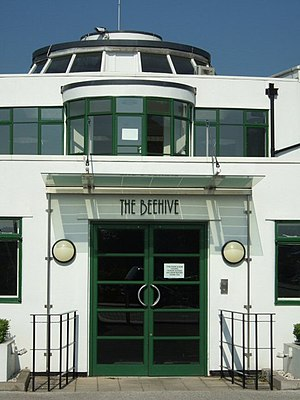 Beehive, Gatwick Airport - The building's entrance