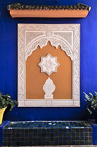 Bench and stuccos in the Villa Majorelle, Morocco.jpg