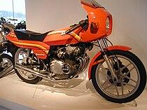 Benelli 254 Quattro uit 1981. Dit ontwerp van autodesigner Giorgetto Giugiaro sloeg helemaal niet aan