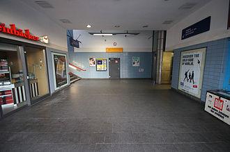 Berlin-Tiergarten station - Station hall
