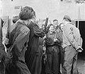Bezoek aan het kamp Westerbork De prins begroet ex-gedetineerden, Bestanddeelnr 900-2554.jpg