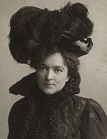 Blanche Bates actress wearing hat.jpg