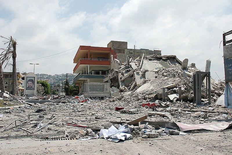 الجيش الإسرائيلي: حرب لبنان الـ 3 قصيرة سريعة مؤلمة - صفحة 3 800px-Bombed_commercial_centre