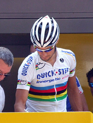 Tom Boonen - Boonen signing in at Tarbes during the 2006 Tour de France