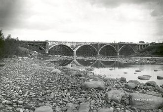 Broadway Bridge (Saskatoon) - Broadway Bridge under construction, 1931–1932