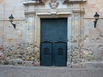 Plaça de Sant Felip Neri - Pockmarked church walls from bombings