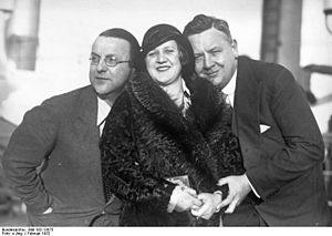 Michael Bohnen - Michael Bohnen (left) with Elisabeth Rethberg and Lauritz Melchior en route to New York City, 1932