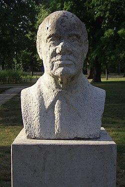 Bust of Milán Füst in City Park Budapest 02.JPG
