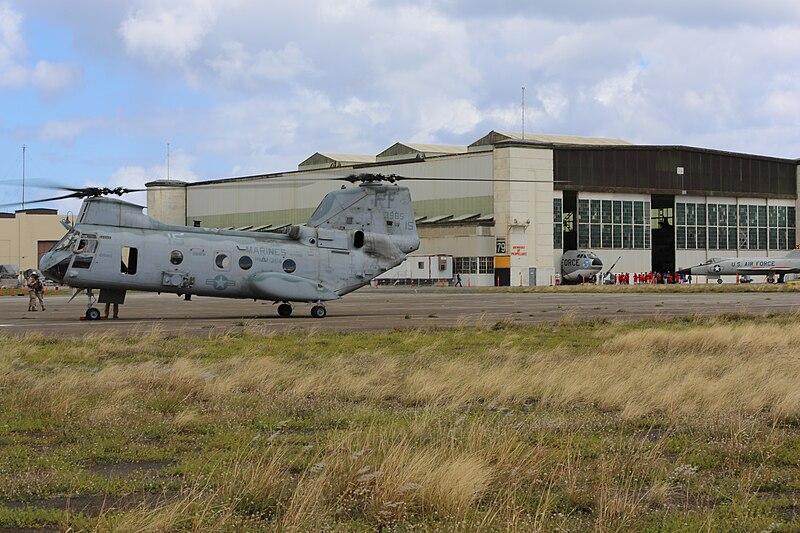 File:CH-46 Sea Knight (14322818998).jpg
