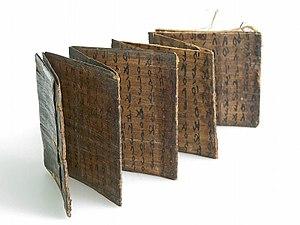 Batak alphabet - Image: COLLECTIE TROPENMUSEUM Wichelboekje van palmblad T Mnr 5991 6