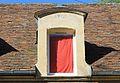 Caen 19 rue Caponière lucarne datée 1723.JPG